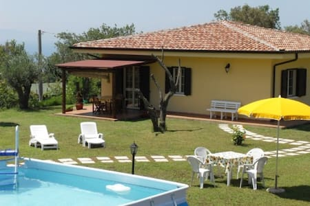 Villa near sea in quiet area, with pool garden - Ricadi