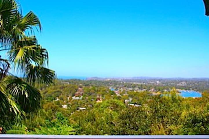ARTISTs HOME WITH GREAT OCEAN VIEW - Newport - Casa