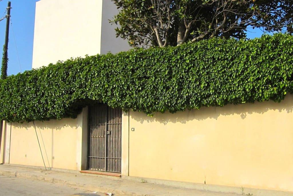 Outside the house / Esterno della casa
