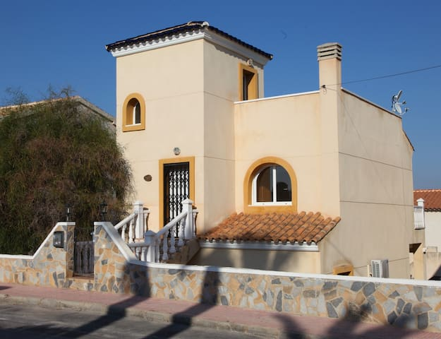 VILLA WITH SEA VIEWS, SLEEPS 4/5  - San Miguel de Salinas - Rumah