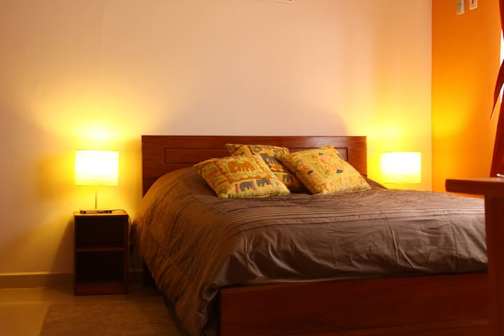 Room in a nice B&B center of Accra