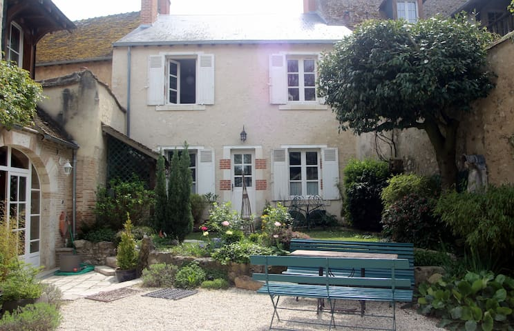 Guesthouse in historical village - Saint-Dyé-sur-Loire - Huis