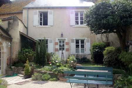 Guesthouse in historical village - Saint-Dyé-sur-Loire - 独立屋