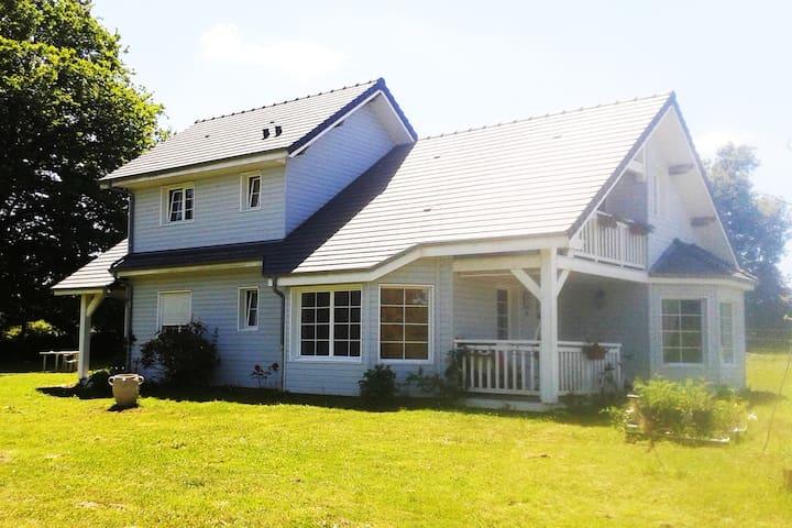 La petite maison dans la prairie - Roussac - Casa