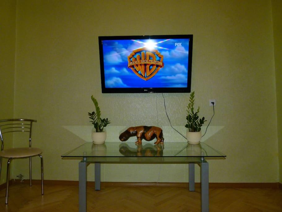 ТВ 42'' более 150 каналов, wi-fi.