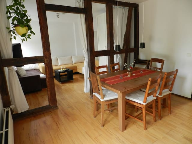 Very nice 90 sqm, 8 pers. Near to station & market - Siegburg - Apartment