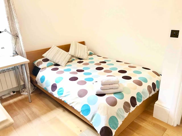 Comfy & Convenient  double room in Fulham.