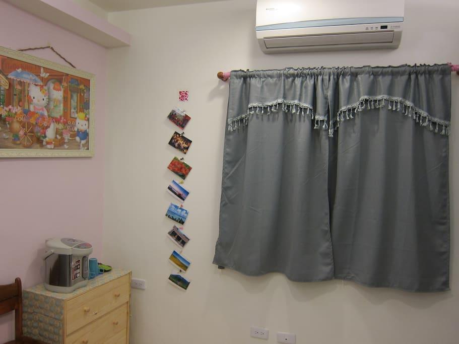 遮光窗簾及氣密窗,提供舒適生活品質 Blackout curtains and airtight windows , providing a comfortable quality of life