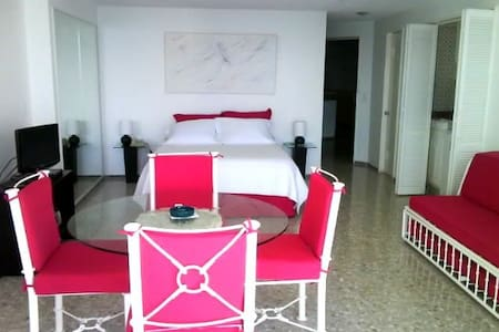 Beautiful Resort like Beach condo, great view - Acapulco