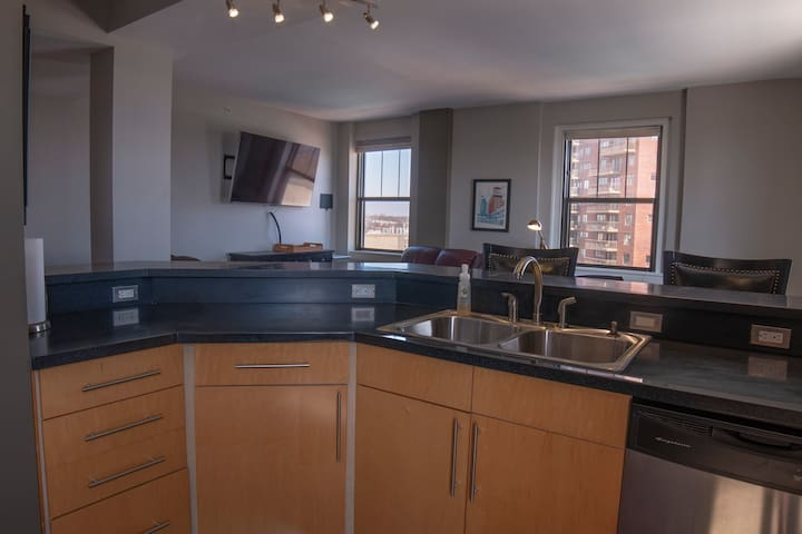 10th Floor Condo in Historic Kirkwood Hotel