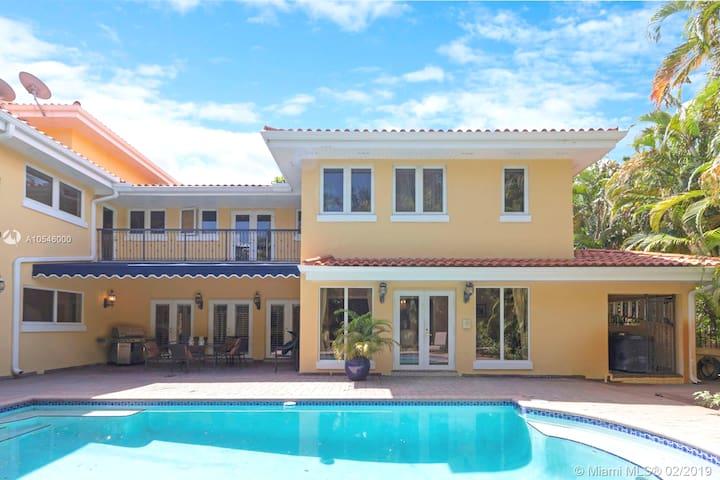 Luxury Villa with Pool South Miami