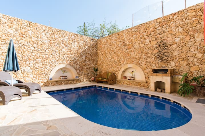 private room, pool, 2km beach, restaurants, bars. - Xaghra - Ev