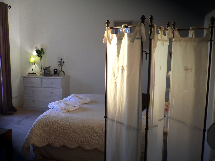 Chambre jade chambre d 39 h tes de charme gordes bed and breakfasts for rent in gordes - Chambre d hotes de charme provence ...