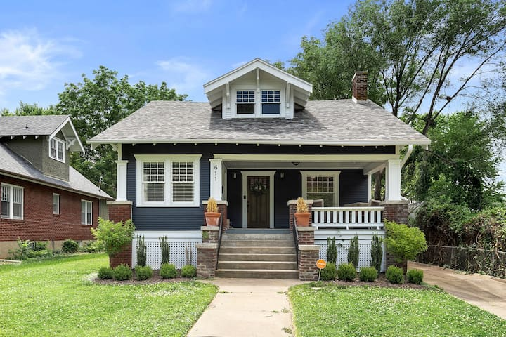 Modern Historic Bungalow- Walk to Brewery & Food