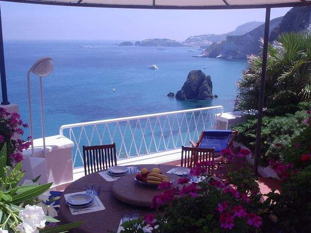 Splendida villa a Ponza sul mare