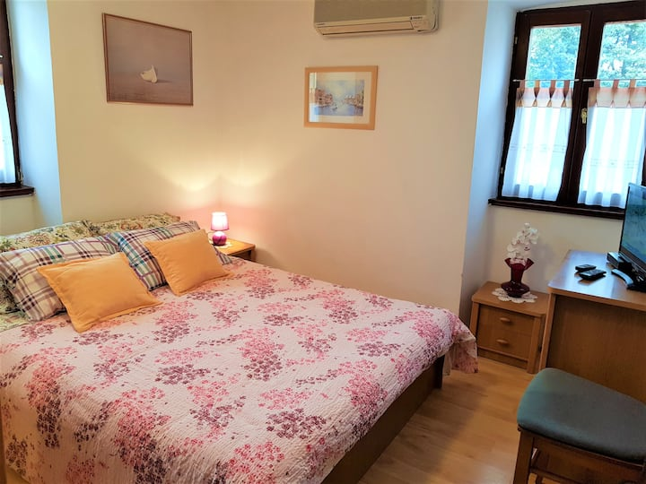 Lovely room with bathroom and kitchen use, WiFi