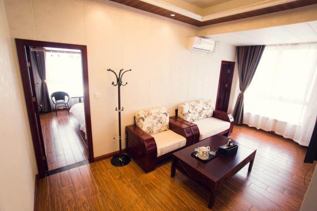 豪华家庭套房65平两室一厅一厨一卫(大床1.8x2小床1.2x2)单独卫生间 厨房 客厅