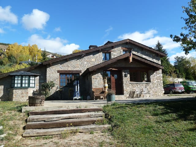 3 Ch. doub + living et jardin. - Estavar - Bed & Breakfast