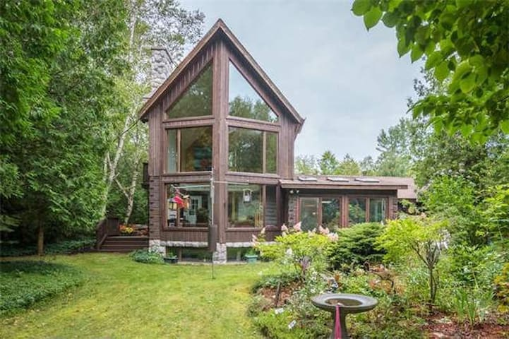 Huron's Timber Paradise-NEW LISTING