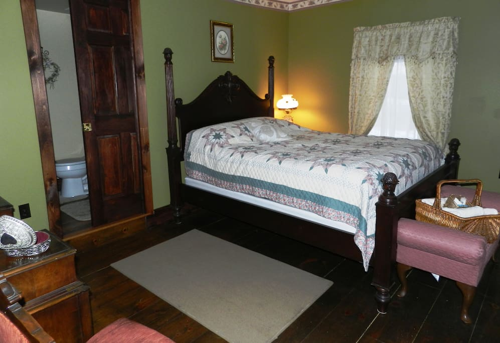 Mr Green Enjoy a delightful view of the Susquehanna River when you stay in Mr. Green's room.   Furnished with a queen size pineapple bed with a comfy pillow top mattress.   Private bath