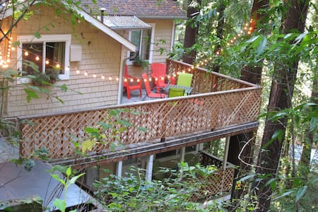 Ideal for a romantic getaway, a weekend in wine country, or some quality time in the redwoods. Peacefully secluded and just blocks from downtown Monte Rio and the Russian River. Main flat has 2 BRs. Parties of  4+ people can also rent the lower flat for an additional fee.