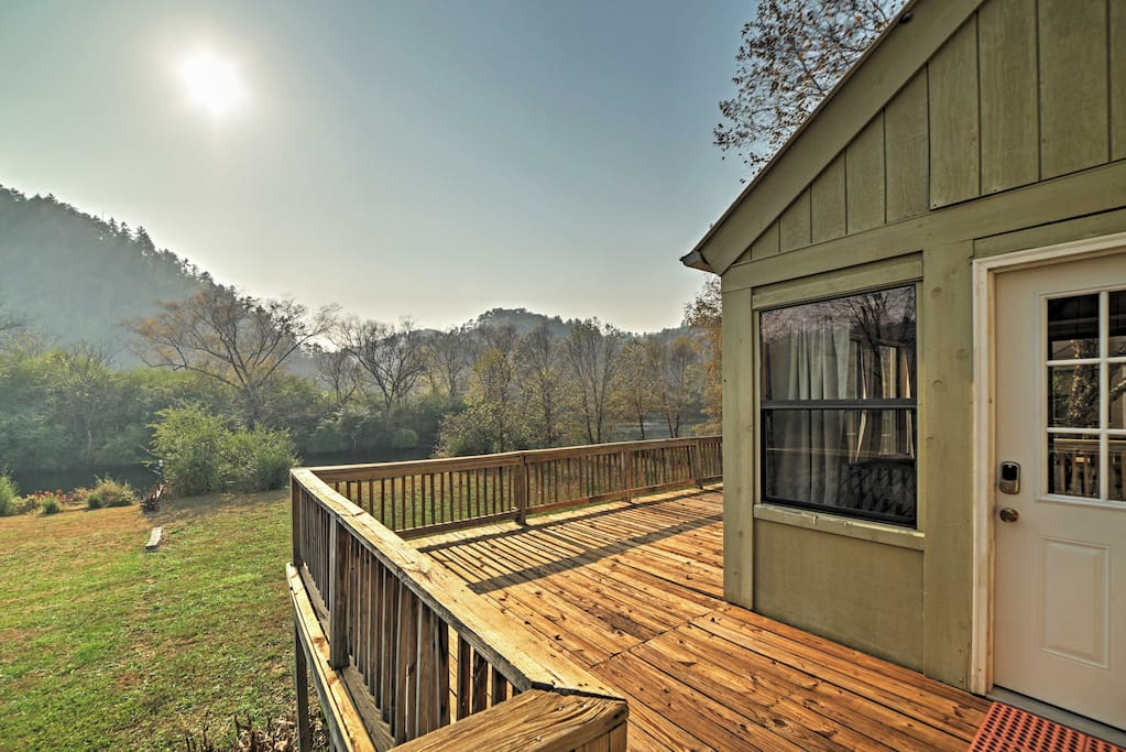 Admire phenomenal forest and mountain scenery from the deck!