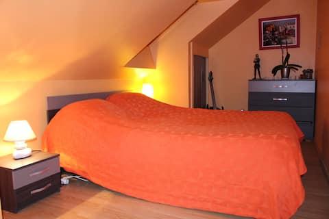 Chambre aux couleurs du Soleil à Saint Agnan