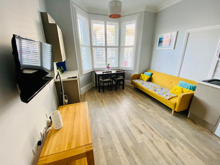 Lovely Annexe near the Beach, in Central Worthing.