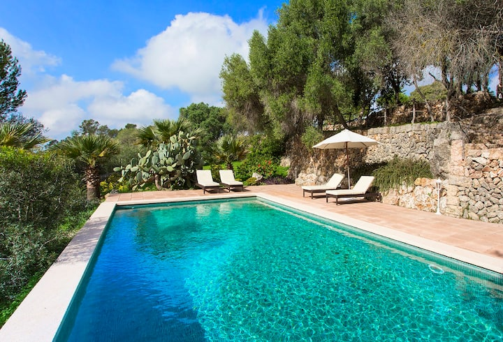 Rustic country house with pool near Santa Maria