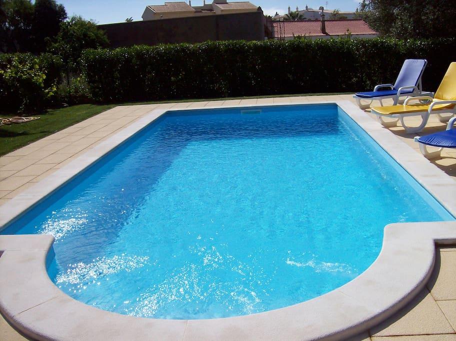 Ferienhaus mit schwimmpool und garten houses for rent in for Schwimmpool garten