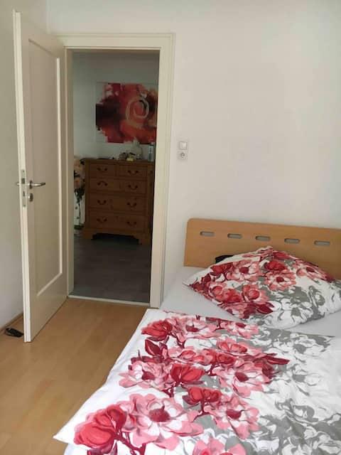 Sehr kleines Zimmer in Schwabing