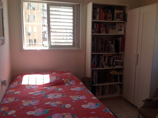 Room for rent in a family apartment - Netanya - Bed & Breakfast