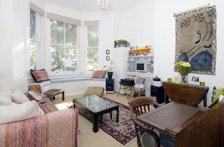 Gorgeous bright hiceiling 1bed flat ideal location