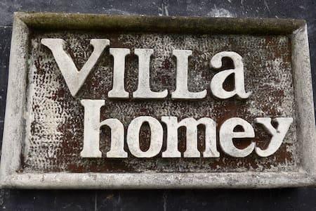 Master Bedroom at Villa Homey - Ciawi - Villa