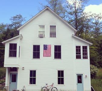 Bucolic School House - Jamaica - House