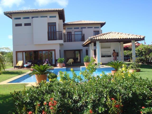 Casa com 4 suites em condomínio de luxo - Mata de São João - Dom