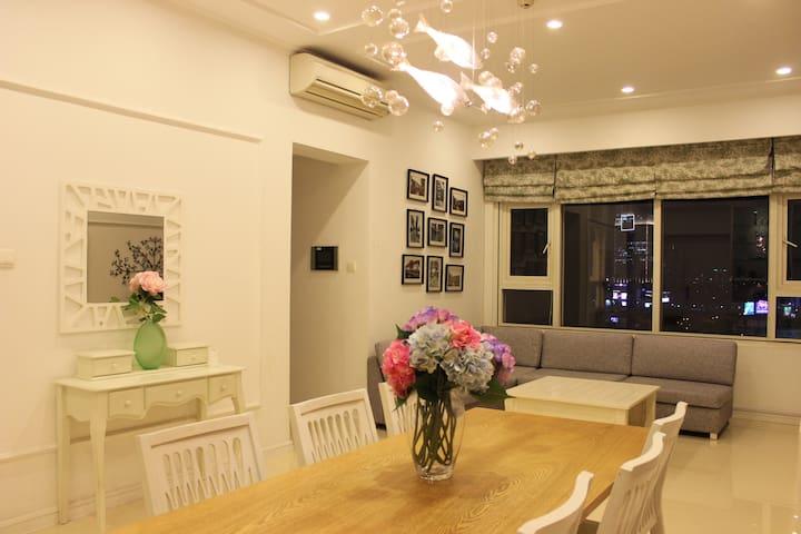 Beautiful 2 Bedroom Apartment @ Saigon Pearl - Ho Chi Minh City - Apartment
