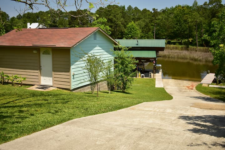 The Cabin ON the Bayou - Gautier - Cabane
