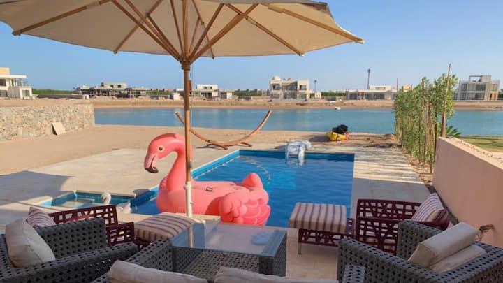 villa 3 bdr /4.5 bath +Nanny. Private pool & beach