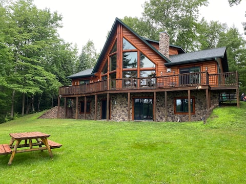 Camp Wade-Large Log Cabin on Beautiful Chain of Lakes in the Upper Peninsula of Michigan