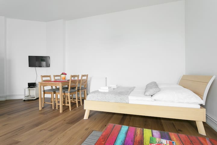 NEW Studio Apartment for 4, Neukölln, Wi-Fi, garden
