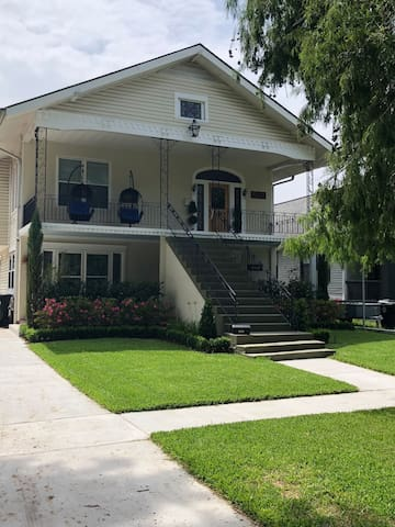 New Orleans quiet neighborhood, great location