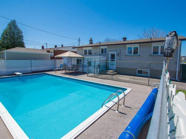 Private room with access to pool inGatineau/Ottawa