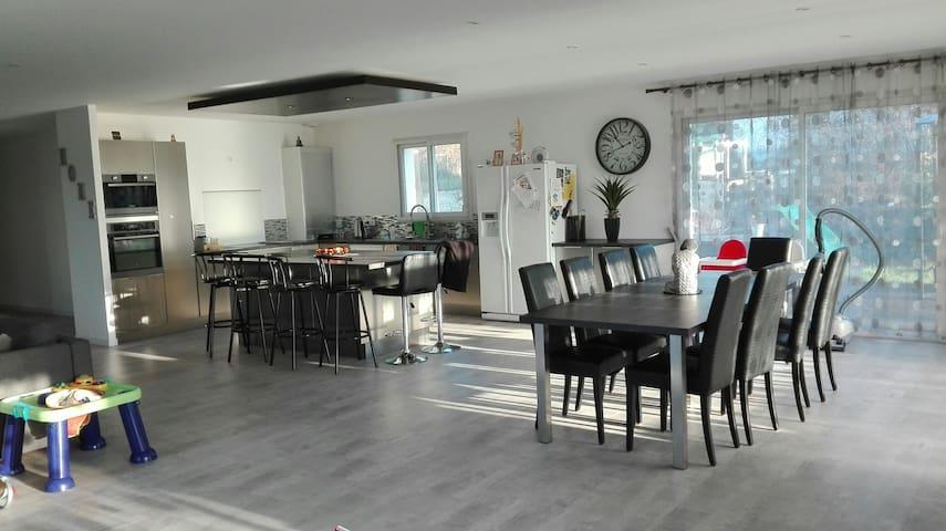 tres belle maison ideal pour les familles - La Brède - Talo