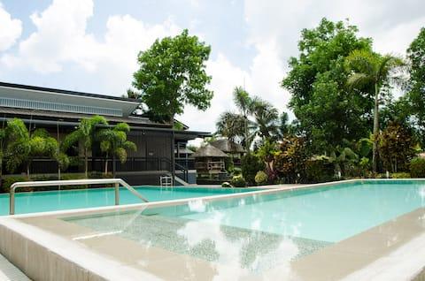 Casa de huéspedes relajante con piscina y gran jardín