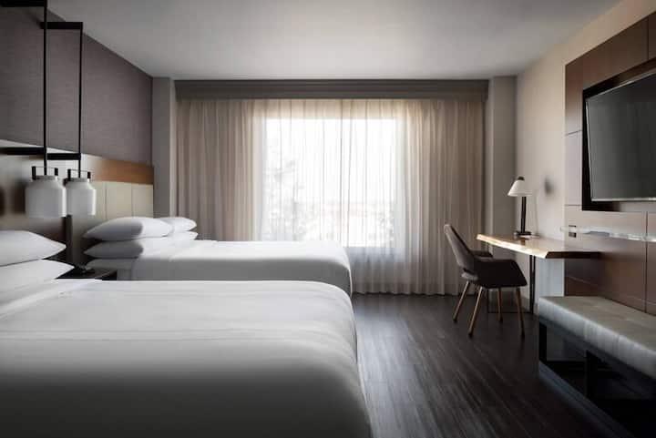 Newly renovated, upscale, modern Visalia Hotel7