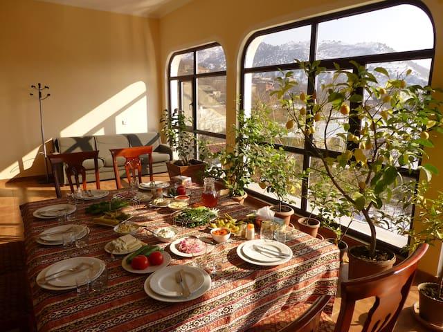 Дом для отдыха с родниковой водой (Aghbyuri achq) - Garni
