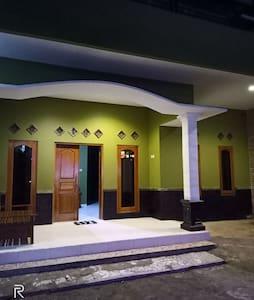 Villa dan penginapan di Tawangmangu