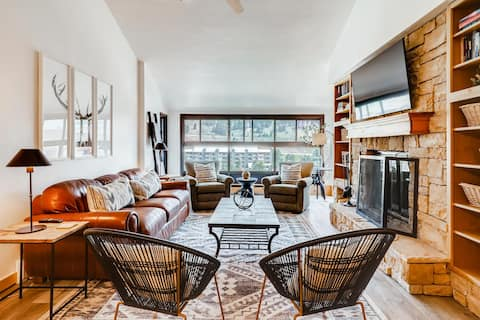 ♥ True Ski In/Out Luxury Condo w/ fireplace, views
