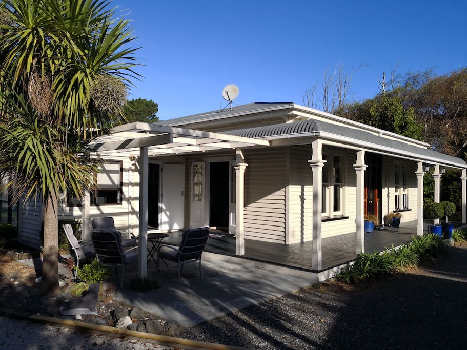quality accommodation with jacuzzi h user zur miete in kaikoura canterbury neuseeland. Black Bedroom Furniture Sets. Home Design Ideas